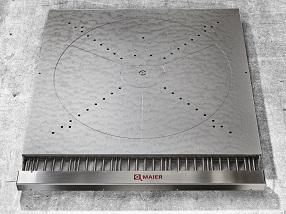 Heizplatte mit integriertem Vakuumsystem zum Fixieren der Substrate