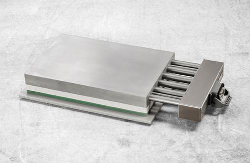 Heizplatte mit Wärmedämmplattensystem und Anschlusskasten auf Distanzf Distanz und Wärmedämmsystem